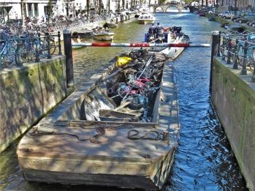2019-04-10 NL Amsterdam Utrechtestraat Herengracht + Schrottsammler (2)