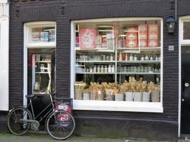 2019-04-11 NL Amsterdam De Pijp (4) Saendredamstraat Ladenschaufenster