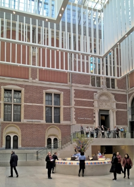 2019-04-11 NL Amsterdam Rijksmuseum Ankunft (5) Halle