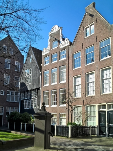 2019-04-12 NL Amsterdam morgens (36) Begijnhof
