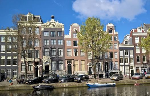 2019-04-13 NL Amsterdam Singel (19) Singel 390 mit Himmelskugel