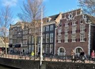 2019-04-13 NL Amsterdam Singel (3) mit früherem 'Bushuis' (Arsenal) (1606), Singel 421-423 rechts